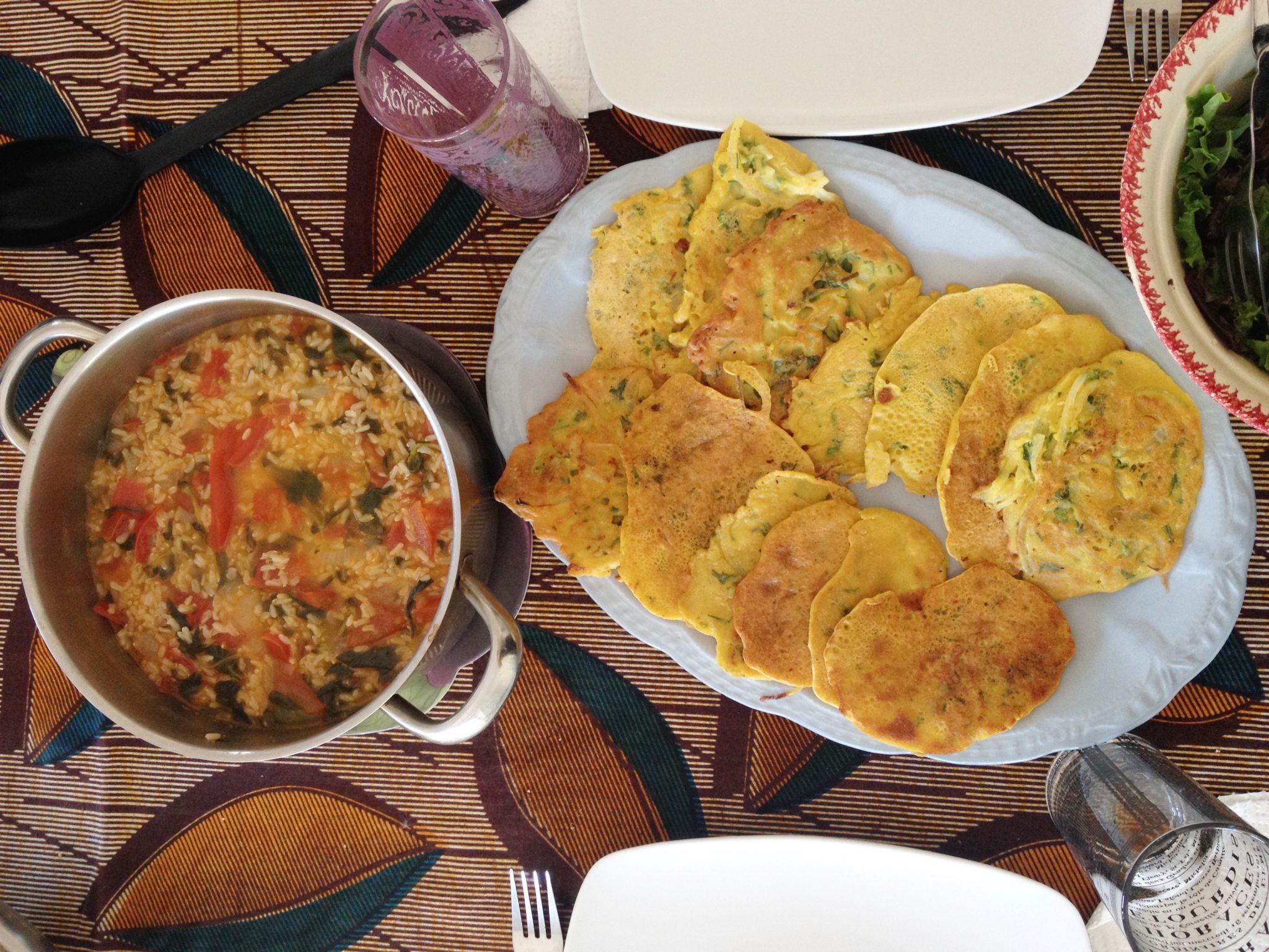 Pataniscas com o seu mui malandro arroz integral de tomate e beldroegas
