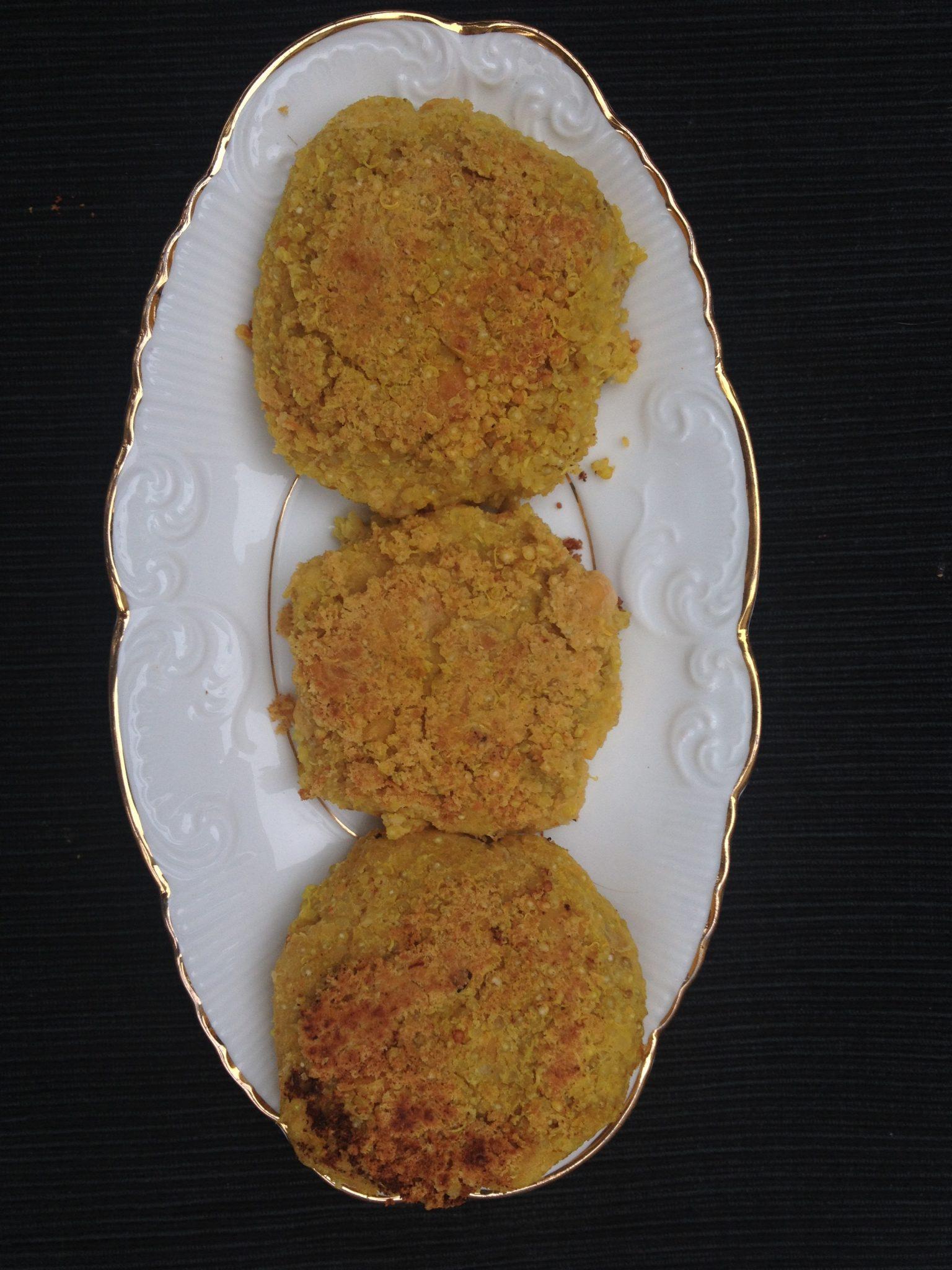 Hambúrgueres de quinoa e hummus