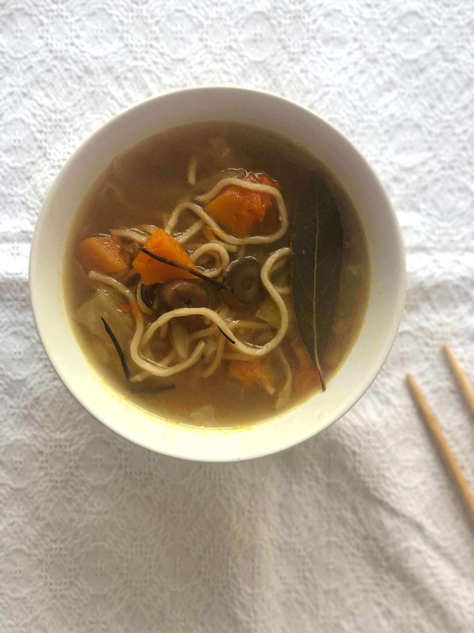 Receita vegan: Sopa de miso simples, nutritiva e deliciosa